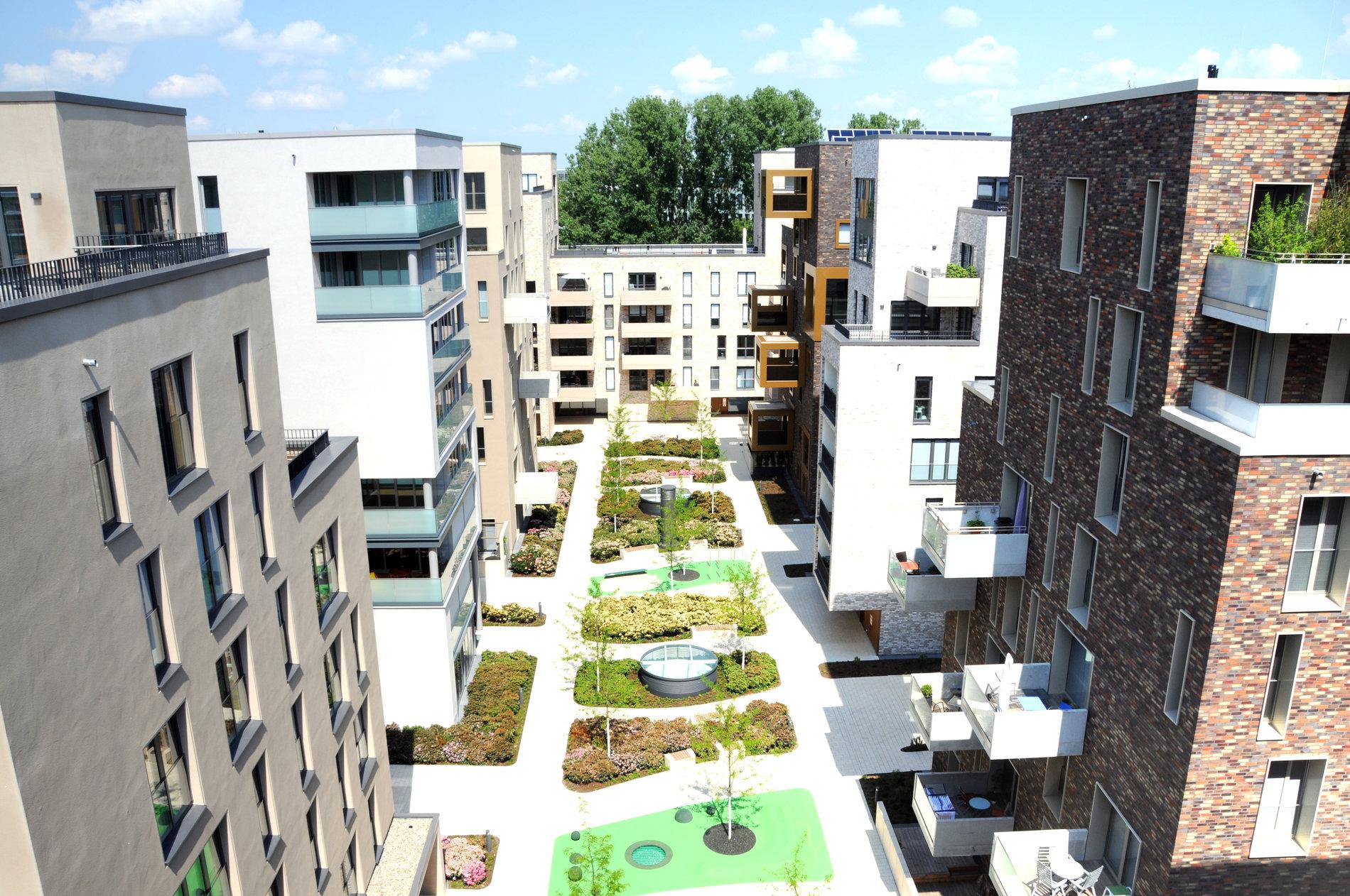 Innenhof des Wohnquartier VIER. Referenz Kapitalanlage mit Gundlach Bau und Immobilien.